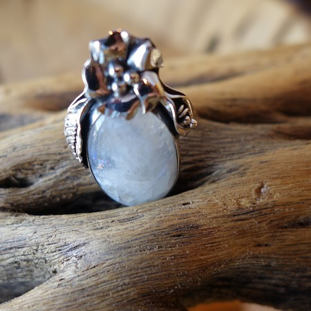 Size 8 Moonstone with 925 Silver flower and leaf