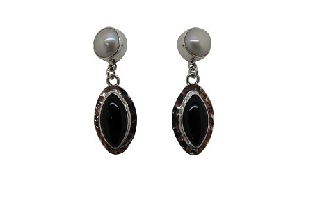 Elongated Onyx with round pearl hammered Sterling Silver Earrings-POST