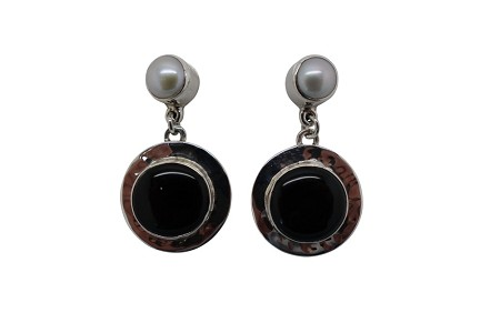 Round Onyx with Pearl Hammered Sterling Silver Earrings-POST
