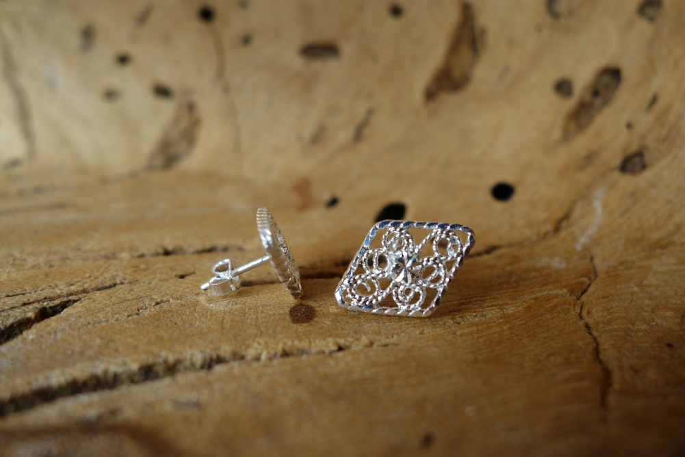 925 Silver Filigree 18mm long Diamond Shape POST Earrings