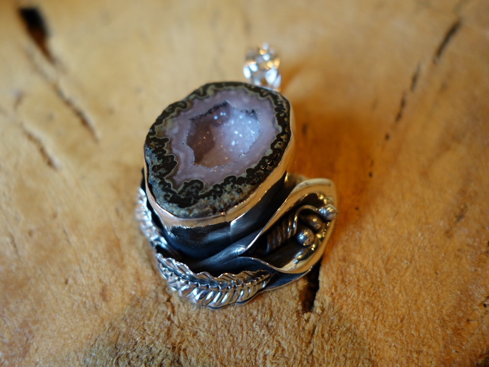 925 Silver Pendant with Geode and Calilily Flower