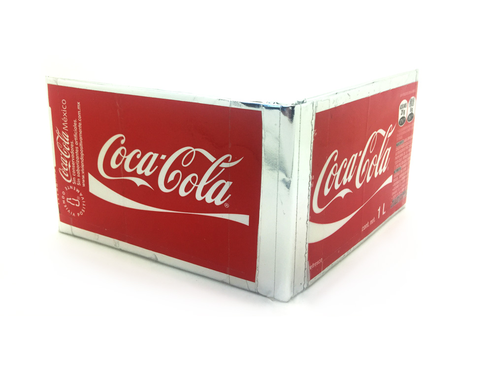Paper wallets with upcycled Coca-Cola cans labels