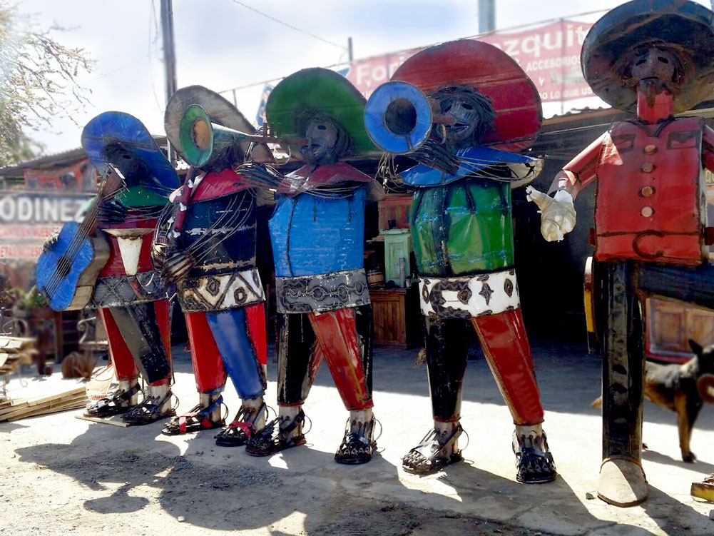 Large metal Mariachis sculptures